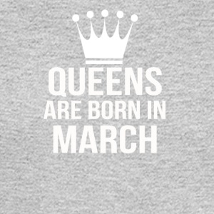 queens are born in march - Men's Long Sleeve T-Shirt