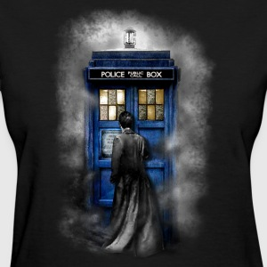 Time traveller lost in the mist - Women's T-Shirt