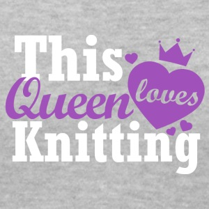 This queen loves knitting - Women's V-Neck T-Shirt
