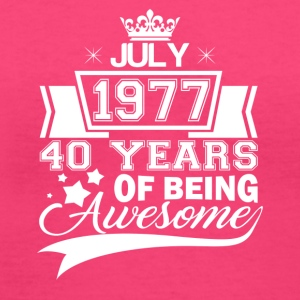 Born in July 1977, 40 years of being awesome - Women's V-Neck T-Shirt