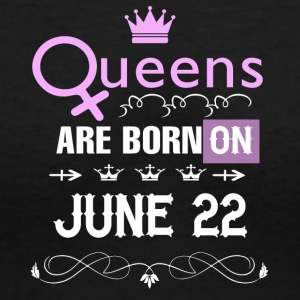 Queens are born on June 22 - Women's V-Neck T-Shirt