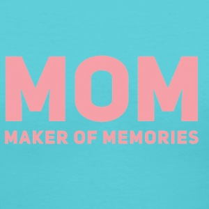 mom maker of memories - Women's V-Neck T-Shirt