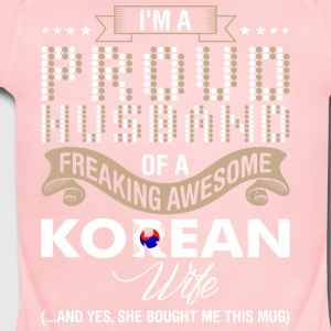 Im A Proud Husband Of A Freaking Awesome Korean Wi - Short Sleeve Baby Bodysuit