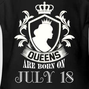 Queens are born on July 18 - Short Sleeve Baby Bodysuit