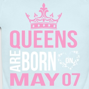 Queens are born on May 07 - Short Sleeve Baby Bodysuit