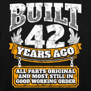 42th birthday gift idea: Built 42 years ago Shirt - Men's Tall T-Shirt
