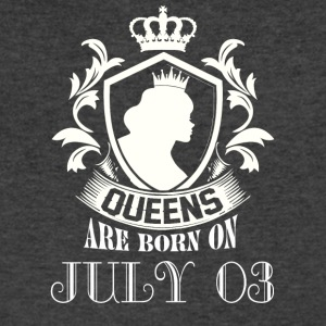 Queens are born on July 03 - Men's V-Neck T-Shirt by Canvas