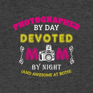 Photographer Mom - Men's V-Neck T-Shirt by Canvas