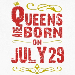 Queens are born on July 29 - Men's V-Neck T-Shirt by Canvas