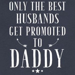 Only the best husbands get promoted to daddy - Men's V-Neck T-Shirt by Canvas