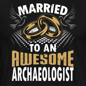 Married To An Awesome Archaeologist - Men's Premium T-Shirt