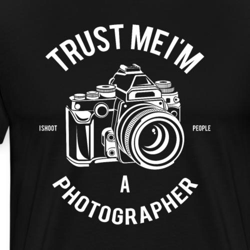 Trust Me, Im A Photographer. I shoot people. - Men's Premium T-Shirt