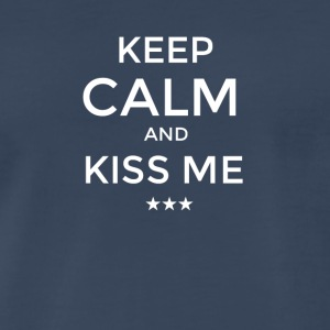KEEP CALM AND KISS ME - Men's Premium T-Shirt