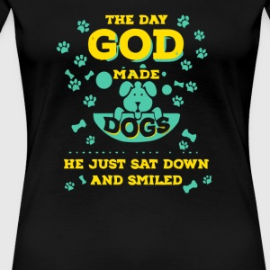 The day god made dogs he just sat down and smiled - Women's Premium T-Shirt