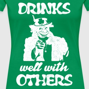 Uncle Paddy Want You Drinks well with others - Women's Premium T-Shirt