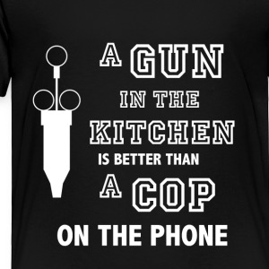 A gun in the kitchen - Toddler Premium T-Shirt