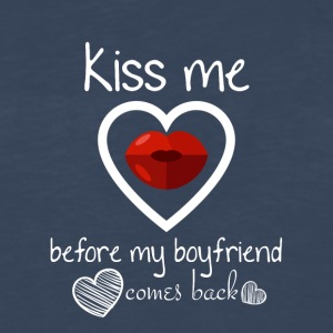 Kiss me before my boyfriend comes back - Men's Premium Long Sleeve T-Shirt