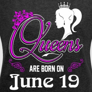 Queens are born on June 19 - Women´s Roll Cuff T-Shirt