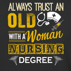 Old Woman With Nursing Degree Shirt - T-shirt de baseball pour hommes