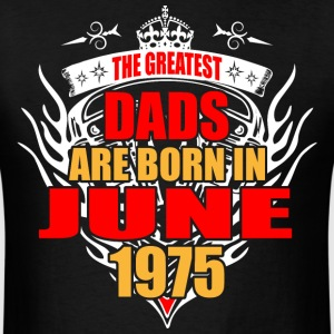 The Greatest Dads are born in June 1975 - Men's T-Shirt