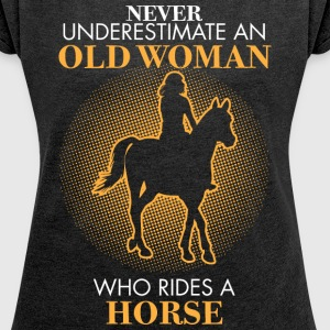 Never underestimate An old woman who rides a horse - Women's Roll Cuff T-Shirt