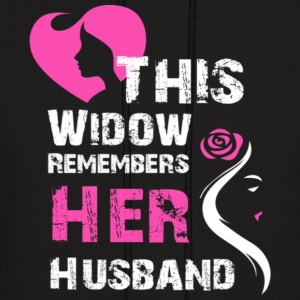 This widow rememers her husband - Men's Hoodie