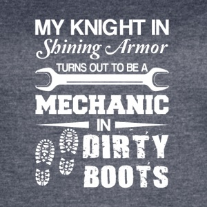 Knight Shining Armour Is Mechanic Dirty Boots - Women's Vintage Sport T-Shirt