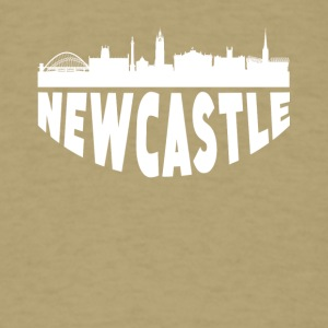 Newcastle England Cityscape Skyline - Men's T-Shirt