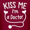 KISS ME I'm a Doctor! with love heart stethoscope - Men's T-Shirt