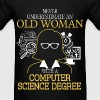 Never Underestimate Old Woman Computer Science - Men's T-Shirt