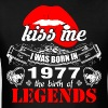 Kiss me I was Born in 1977 the Birth of Legends - Men's T-Shirt