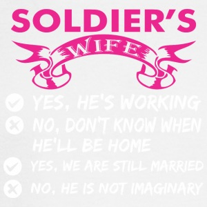 Soldiers Wife Yes Hes Working - Men's Long Sleeve T-Shirt