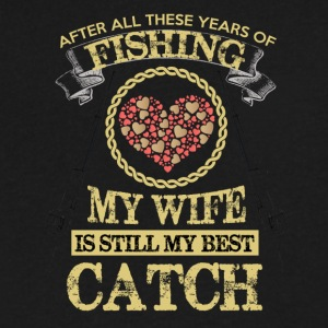 FISHING WIFE - Men's V-Neck T-Shirt by Canvas
