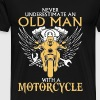 An old man with a motorcycle - Never underestimate - Men's Premium T-Shirt