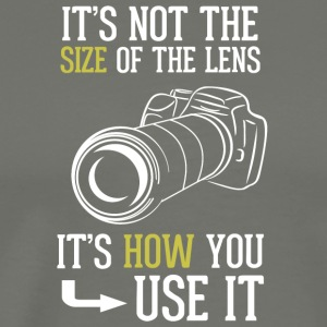 Its Not The Size Of The Lens Photographer T Shirt - Men's Premium T-Shirt
