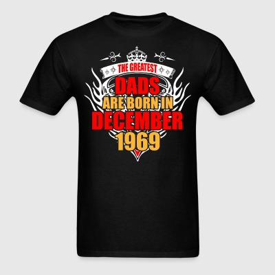 The Greatest Dads are born in December 1969 - Men's T-Shirt