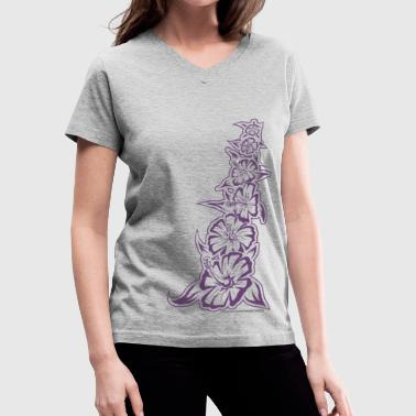 Hawaiian tribal flowers - Women's V-Neck T-Shirt