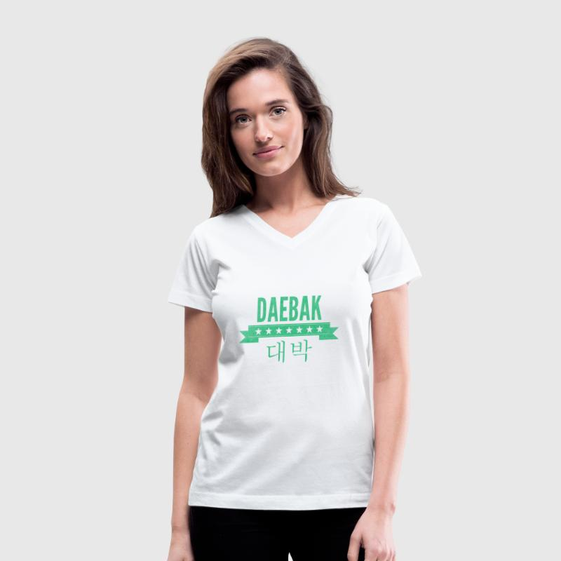 daebak in green with washed out texture Women's T-Shirts - Women's V-Neck T-Shirt