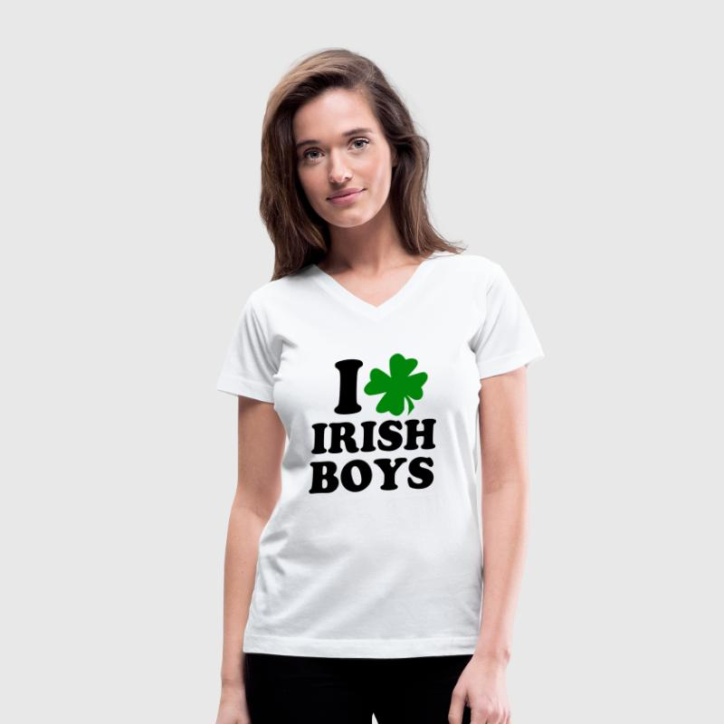 i love irish boys - Women's V-Neck T-Shirt