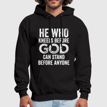 He who kneels before god can stand before anyone - Men's Hoodie