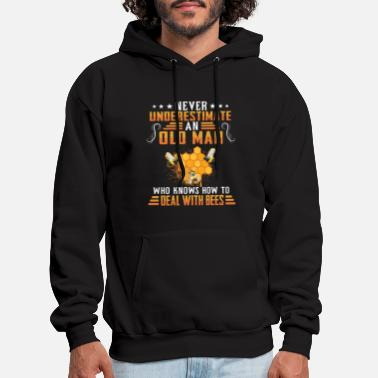The old man who knows how to deal with bees - Men's Hoodie