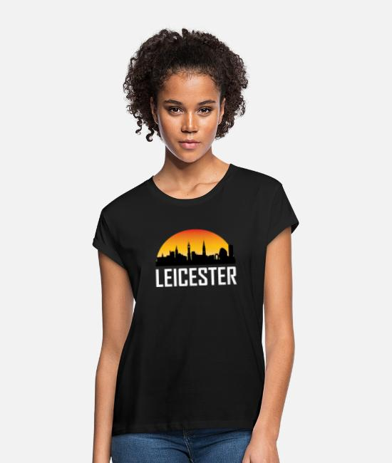 English T-Shirts - Sunset Skyline Silhouette of Leicester England - Women's Loose Fit T-Shirt black