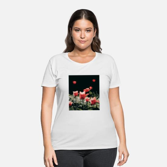 Digital T-Shirts - Red roses in pixel art style. - Women's Plus Size T-Shirt white