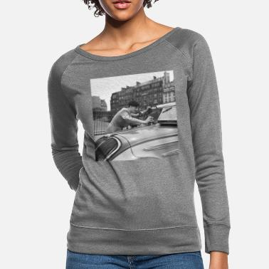 Black People Student als taxichauffeur poetst de voorruit, - Women's Crewneck Sweatshirt
