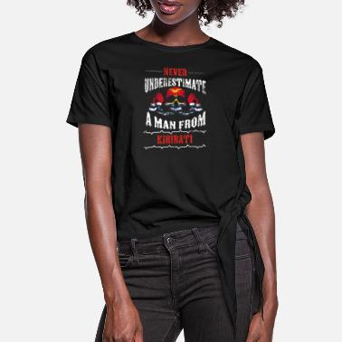 Kiribati never underestimate man KIRIBATI - Women's Knotted T-Shirt