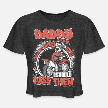 Daddy told me should not chase boys i should pass - Women's Cropped T-Shirt