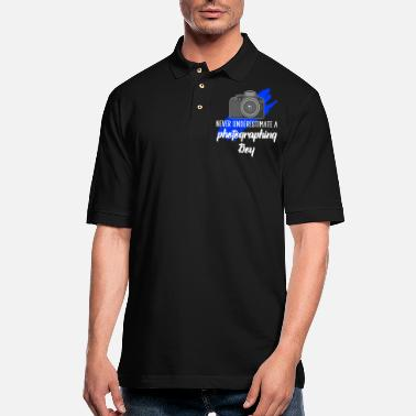 Photography never underestimate a photographing boy - Men's Pique Polo Shirt