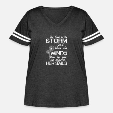 She stood in the storm (white text) - Women's Curvy Vintage Sport T-Shirt
