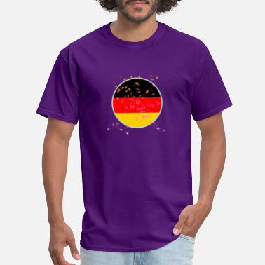 Circle Shape (Germany flag circle shaped) - Men's T-Shirt