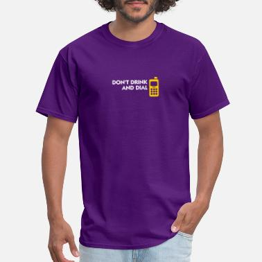 Texting Alcohol And Telephones Are Not A Good Combination - Men's T-Shirt